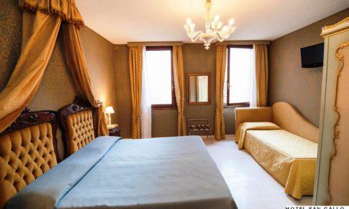 family-room--v15916273
